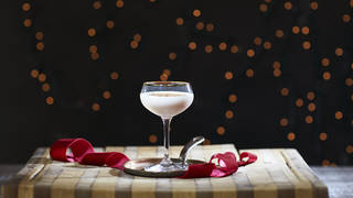 This classy cocktail will add a touch of class to a Christmas Eve party