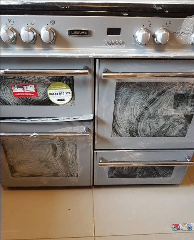 A woman showed her oven cleaning hack