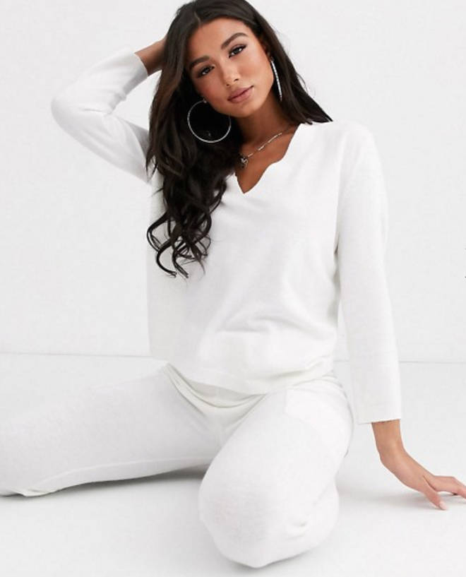 Lounge premium knitted lash plunge sweater & jogger with pockets