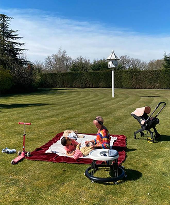 Alesha Dixon had a picnic in her garden