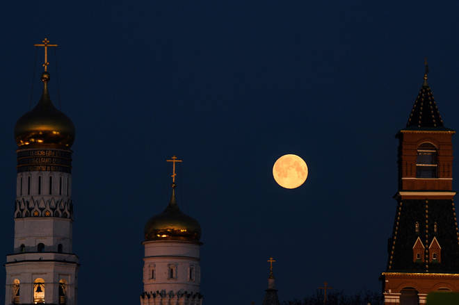 The Super Pink Moon appeared in bright and large in Russia