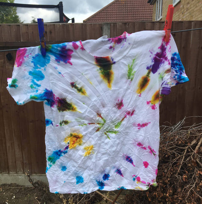 The T-shirt dyed with the 'wheel' method