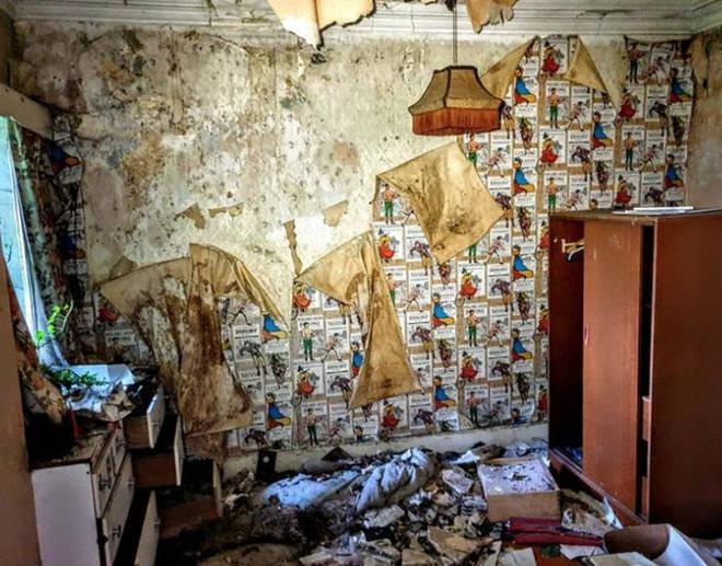 Inside the abandoned house