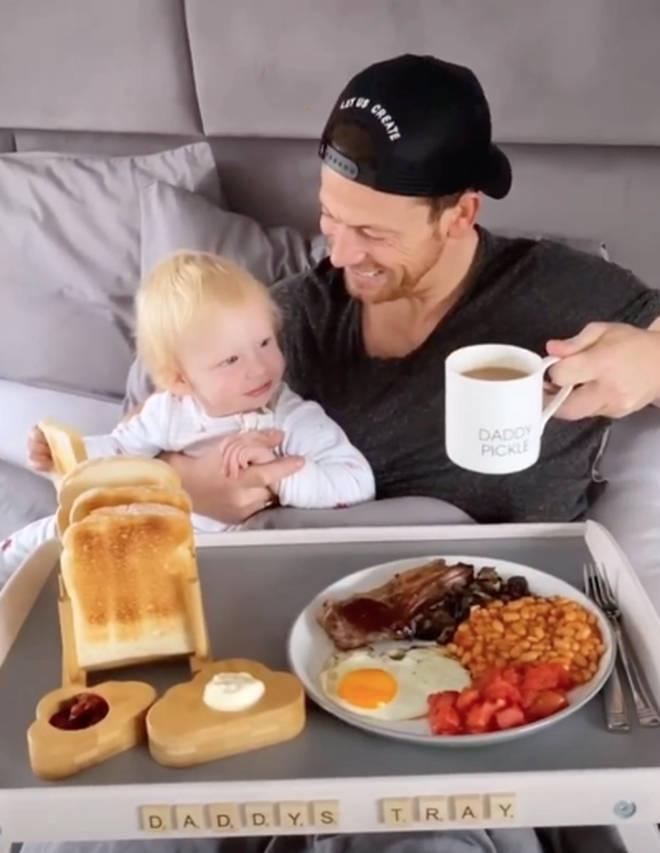 Stacey Solomon treated Joe Swash to breakfast in bed