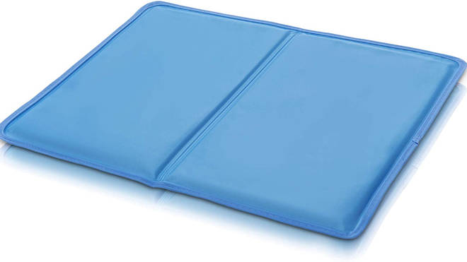 Cooling pillow topper