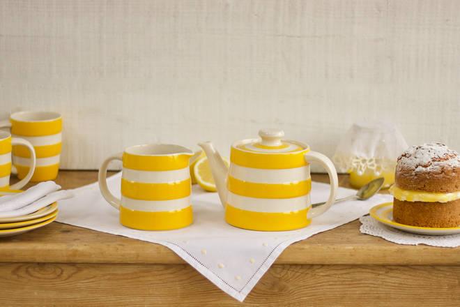 Cornishware teapot set