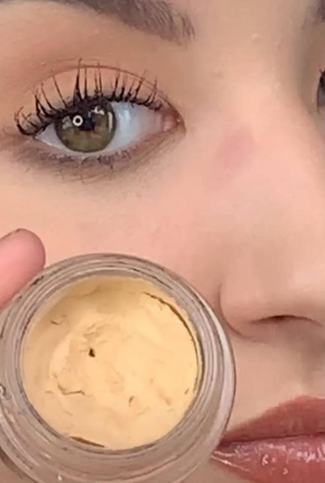 Ellie pops on a concealer-coloured eyelid primer on her nose