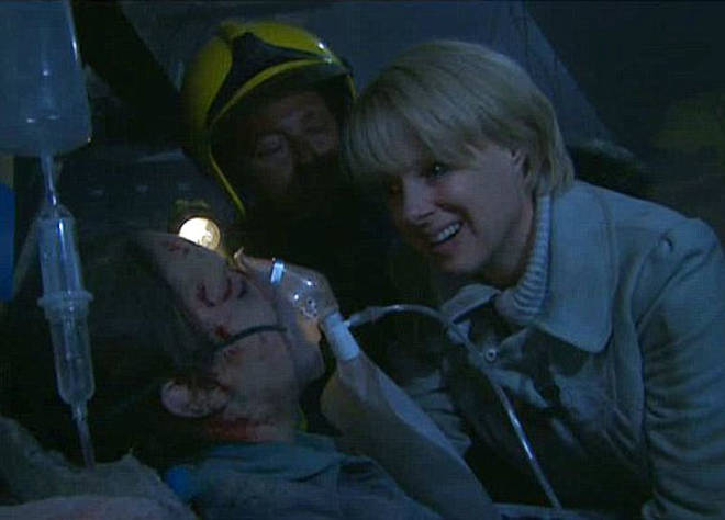 Sally Webster wasn't wearing a hard hat during Coronation Street live