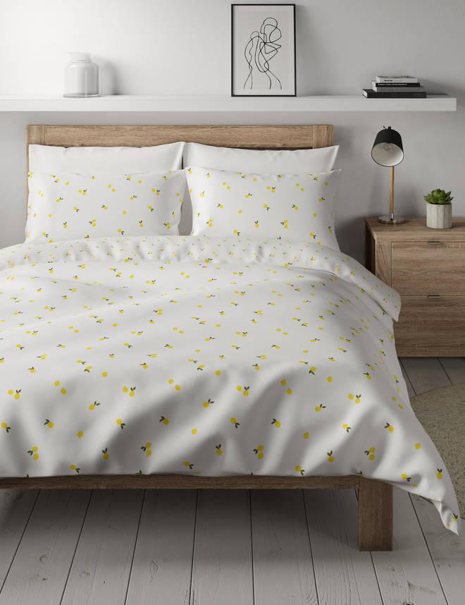 This lemon bedding set is adorable