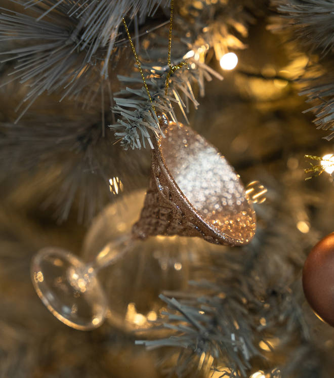 I'm in love with this stylish bauble shaped like a wine glass.