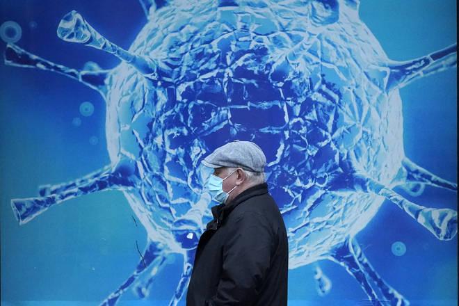 The coronavirus R rate in the UK has dropped below 1
