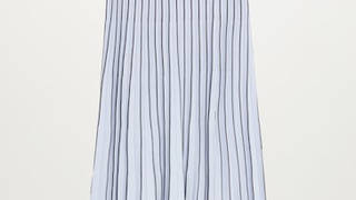 Holly Willoughby is wearing a skirt from Mango