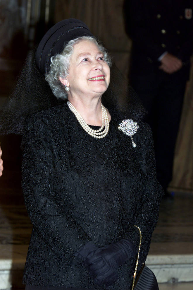 The Queen wears the Richmond Brooch during a visit to The Sistine Chapel