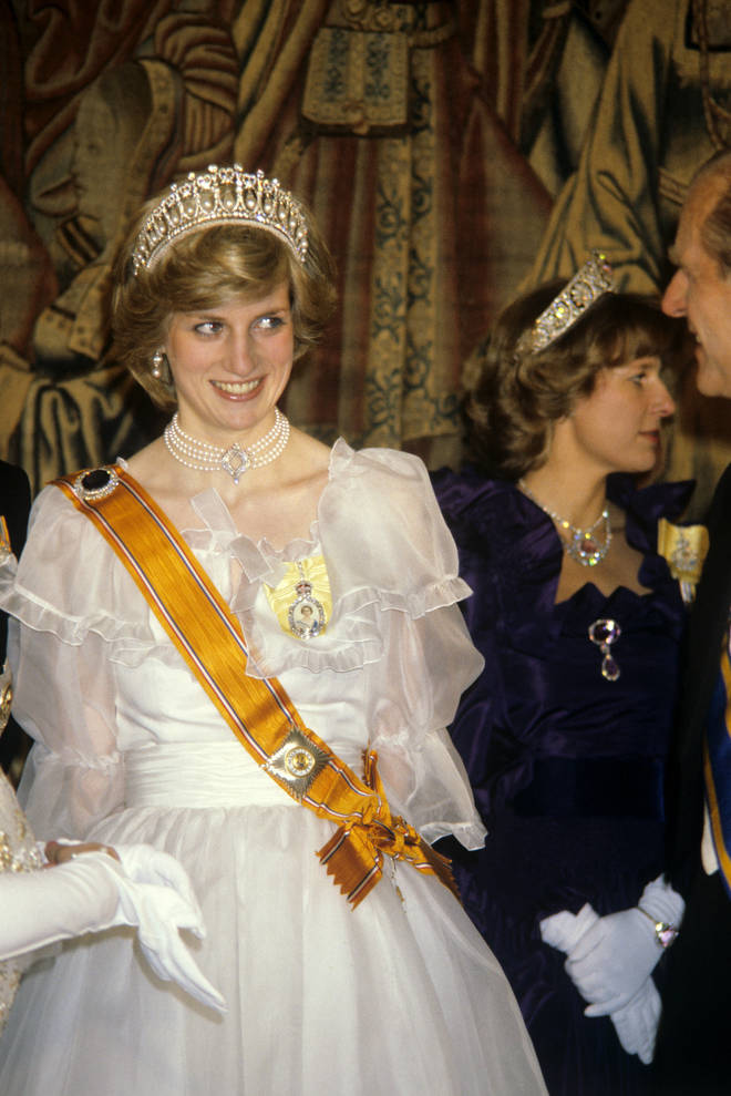 Princess Diana was seen wearing The Queen's necklace in 1982