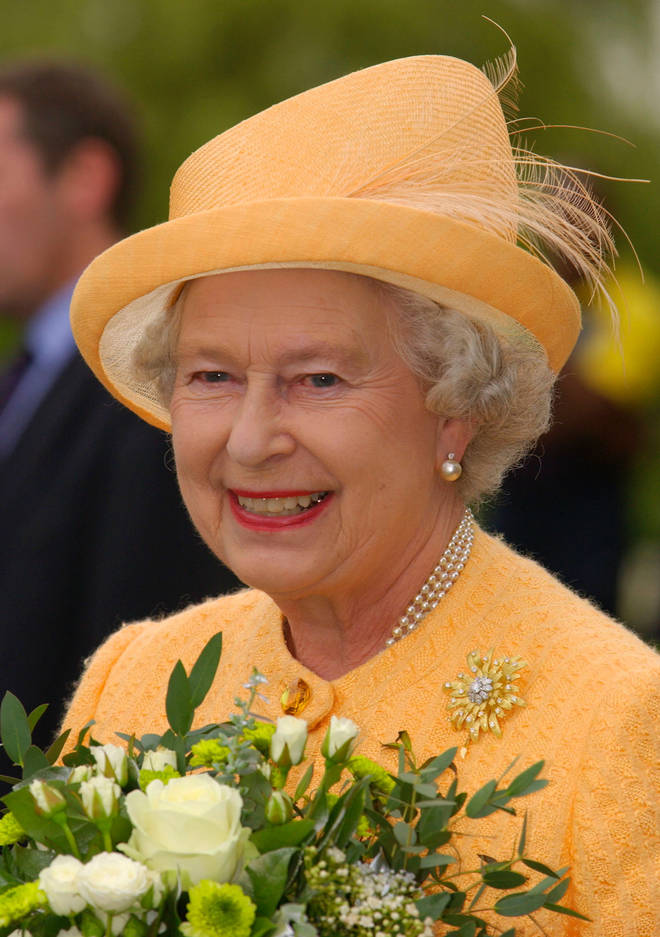 The Queen wore the pearl earrings in 1977