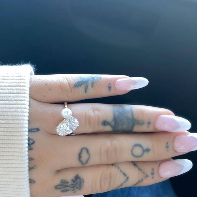 Ariana Grande showed off her gorgeous engagement ring on Instagram