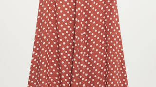 Holly Willoughby is wearing a midi skirt from Mango