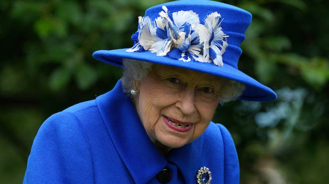 The Queen has thanked the NHS for their courage