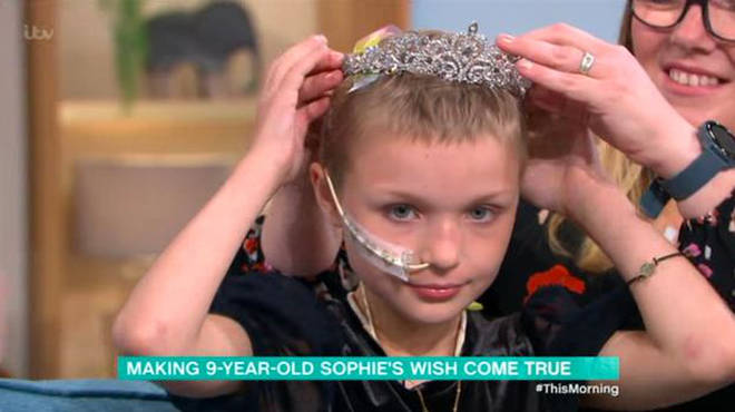 Holly gifted Sophie the tiara she wore for the This Morning panto last year