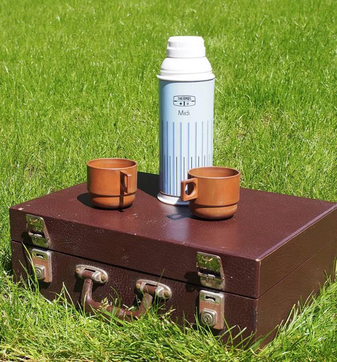 Urban Renewal vintage brown sirram hamper picnic set