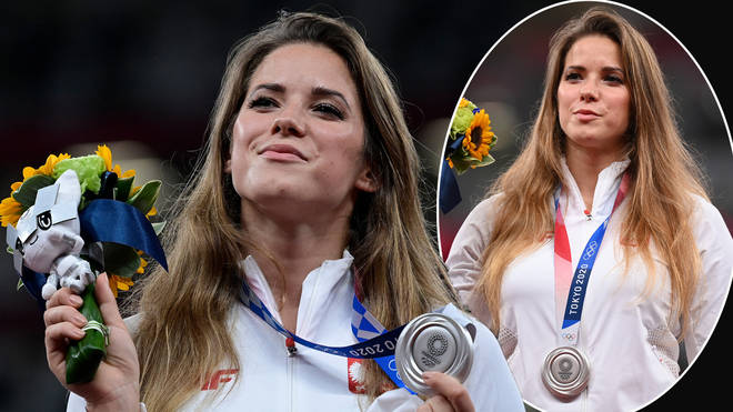 Maria Andrejczyk has auctioned off her silver medal