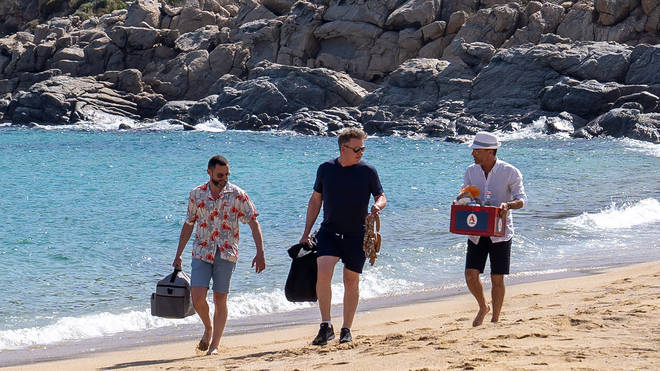 Gordon, Gino and Fred travel around the Greek islands in episode 1