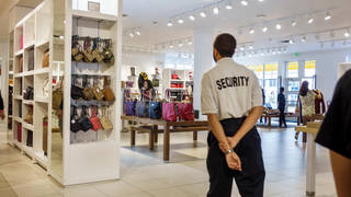 Shop security guard scolded by boss for refusing to arrive early for new job
