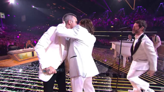 Robbie and Mark share the love on stage