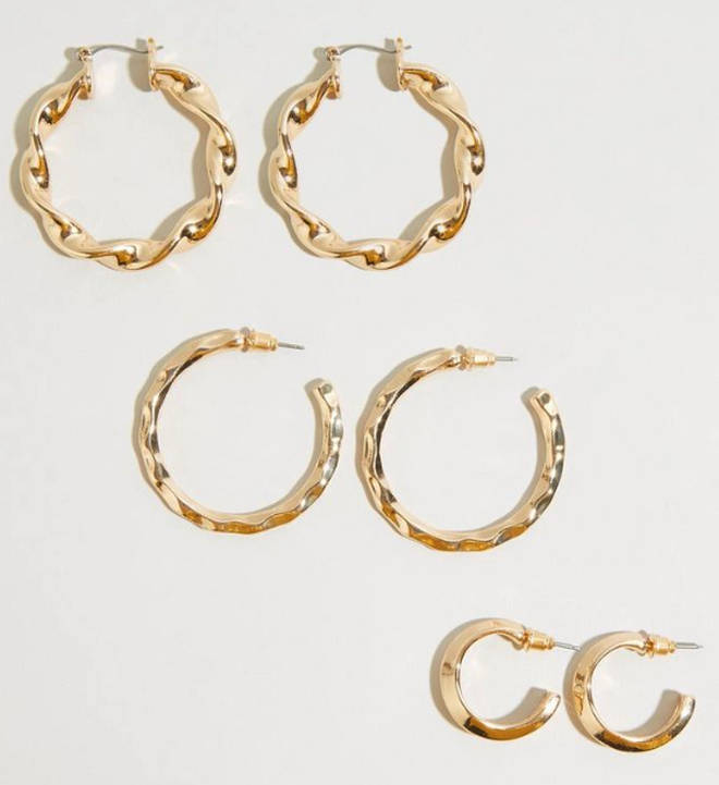 Kelly's earrings come in a pack of three