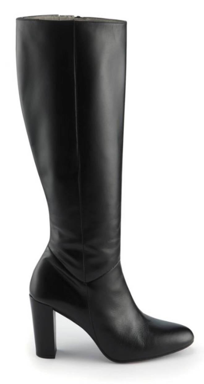 Kelly's Sosandar boots
