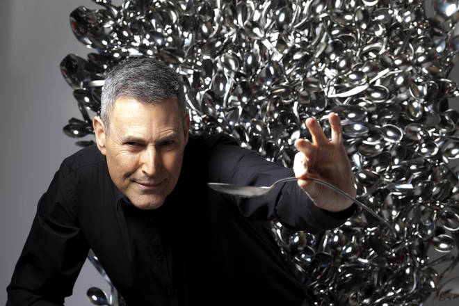 Uri Geller performing his famous spoon bending trick