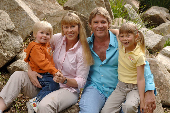 Steve Irwin with his wife and kids in 2006
