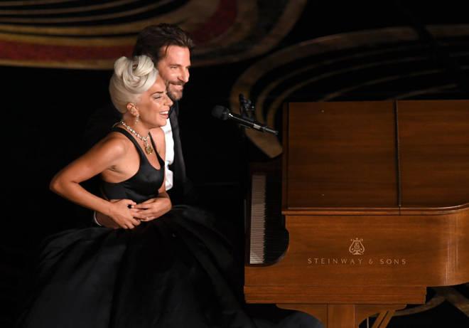 Lady gaga and Bradley Cooper at oscars