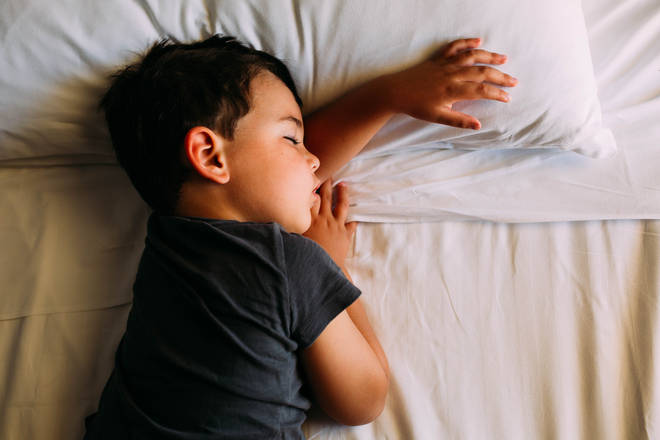 The best time to put your kids to bed in accordance with their age (stock image)