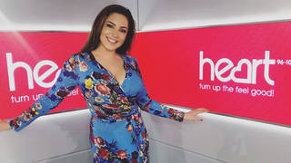 Kelly Brook looked gorgeous in this blue print wrap dress