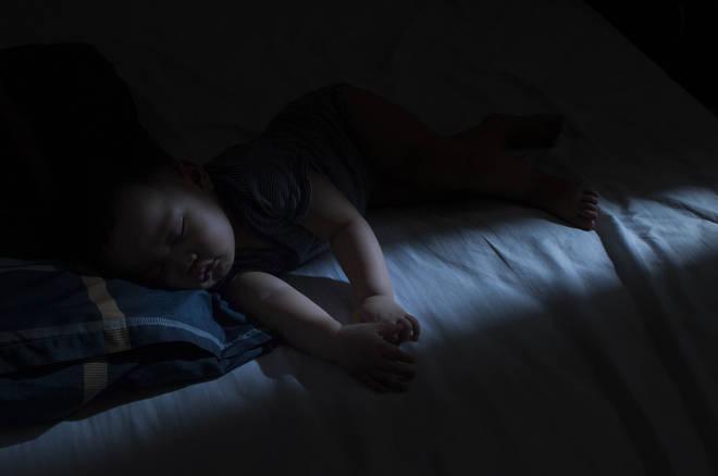 Babies sleep better in total darkness