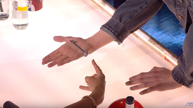 Viewers were left less than impressed at the turning key trick from 4MG