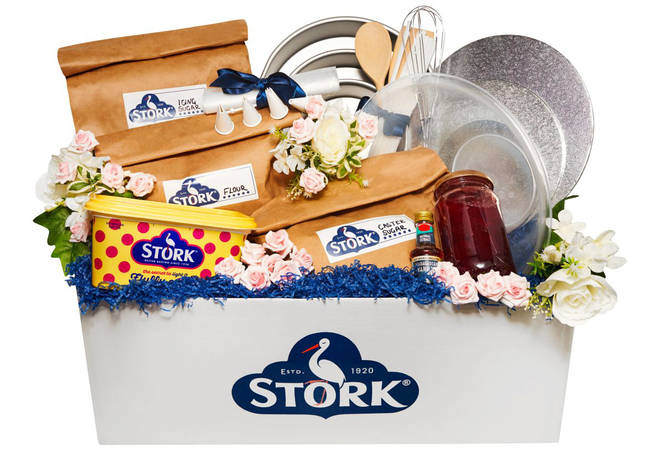 The bargain kit comes with everything you need to create a beautiful wedding cake