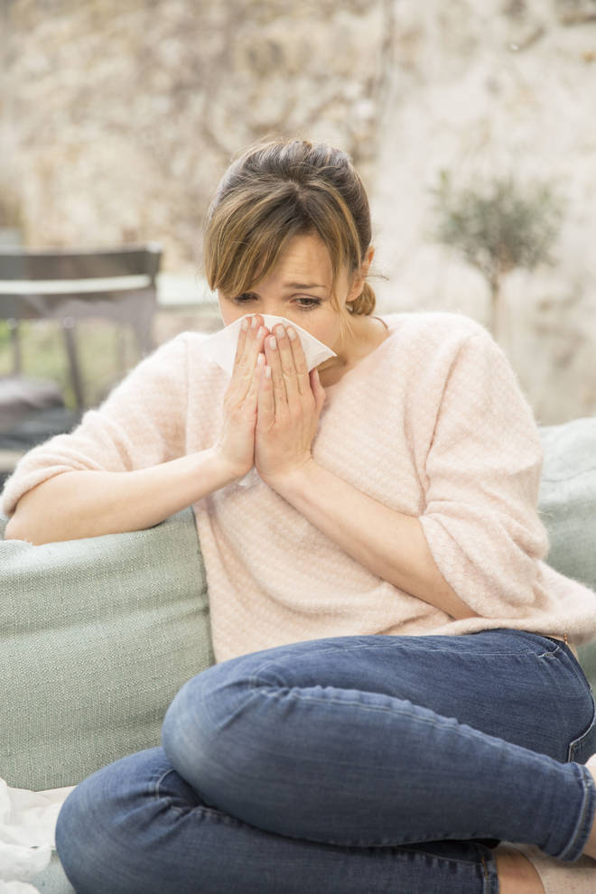 Symptoms of hay fever include a runny nose.