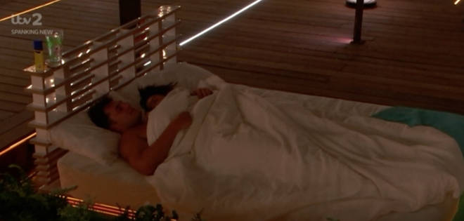 Maura and Curtis got very close on the day beds