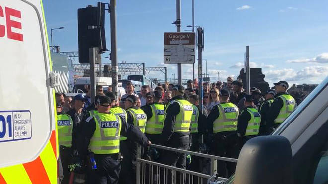 Police create a barrier between Loyalist protesters and Republican marchers
