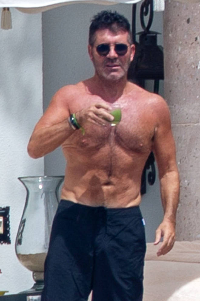 Simon looks amazing on holiday in Mexico