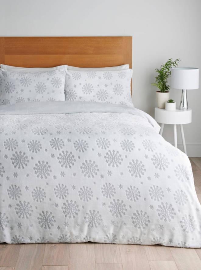 Matalan's Snowflake Fleece Christmas Duvet Cover
