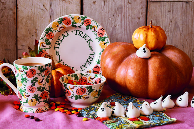 Pumpkin mugs, plates and bowls that are too cute just for Halloween