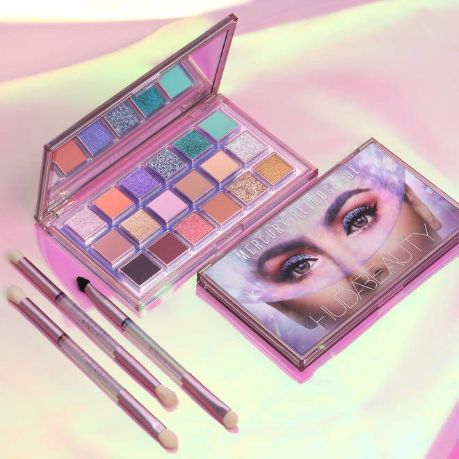 The palette comes with three dual-ended brushes