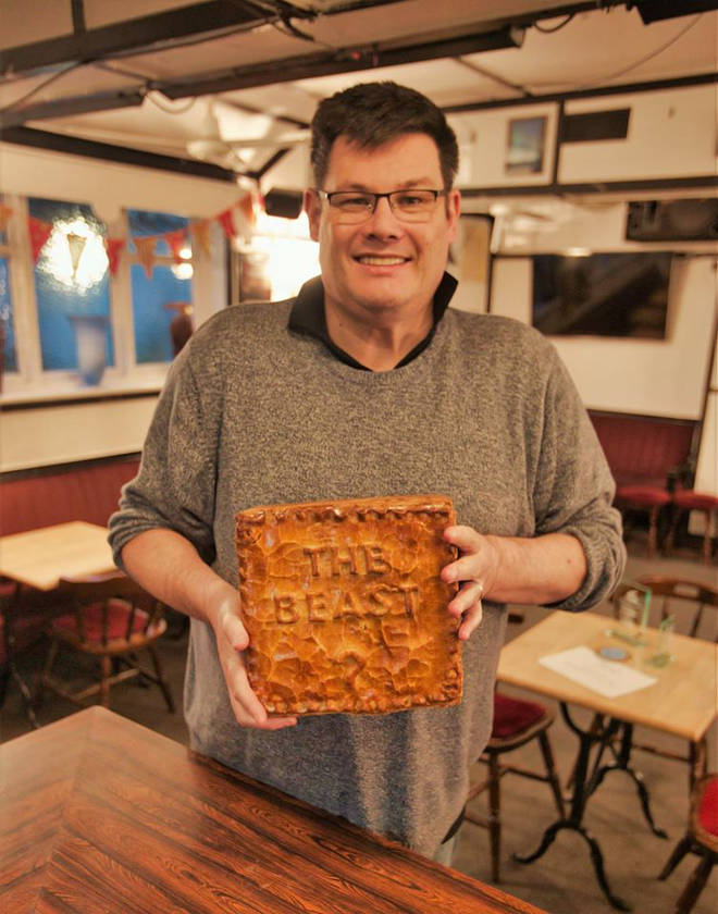 Mark Labbett showed off his dramatic weight loss at a pub quiz